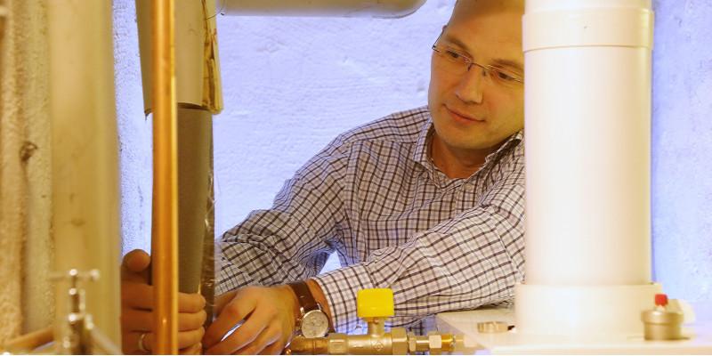 Dirk Scharenberg aus dem Ruhrgebiet hat sich einen neuen Heizkessel installiert.