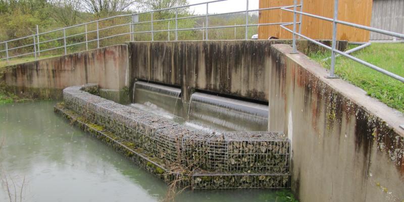 Auf diesem Bild ist eine Regenwassereinleitung zu sehen