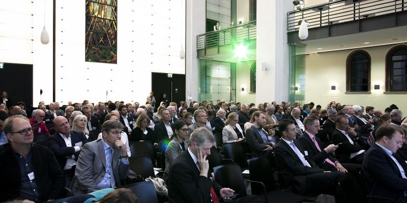 Rund 300 Teilnehmende besuchten das UBA Forum mobil & nachhaltig in Berlin