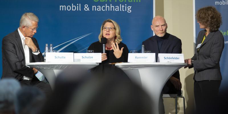 Umweltministerin Schulze, Dr. Schulte (Fraport AG) und Prof. Dr. Rammler (IZT) sprechen über Chancen und Hürden auf dem Weg zu einem umwelt- und klimaschonenden Luftverkehr
