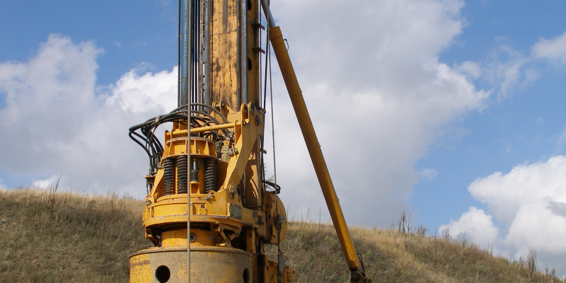 Large hole drilling machine
