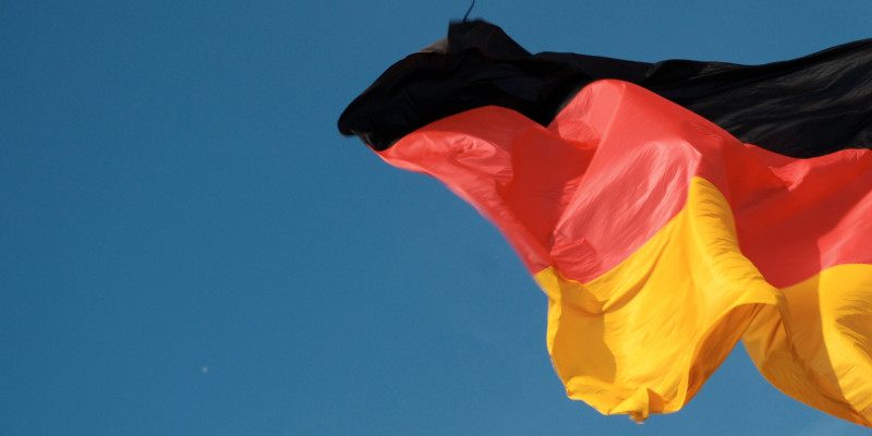 Deutschlandfahne weht im Wind