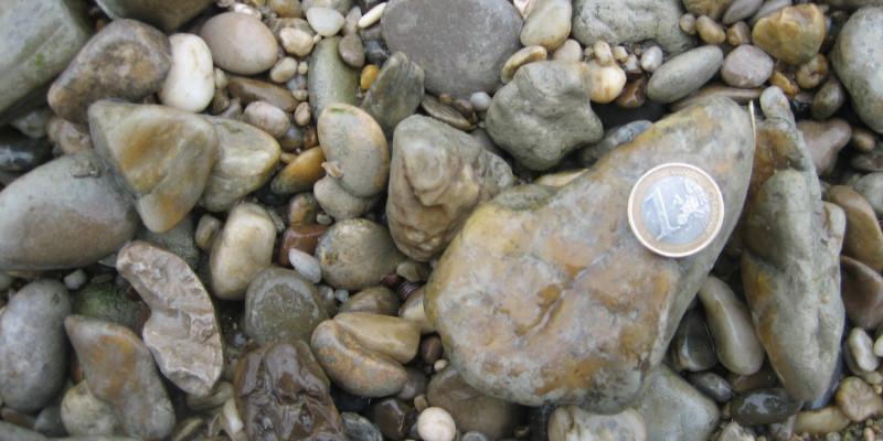 Das Bild zeigt Kies in verschiedenen Größen