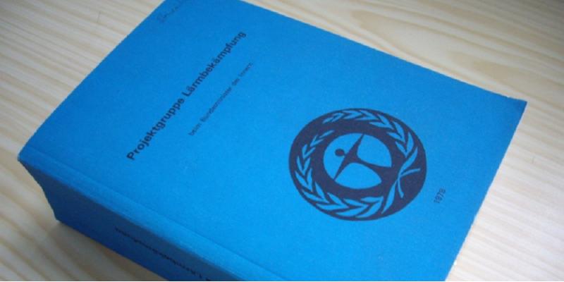 """dicker Bericht mit der Aufschrift """"Projektgruppe Lärmbekämpfung des Bundesministerium des Innern 1978"""""""