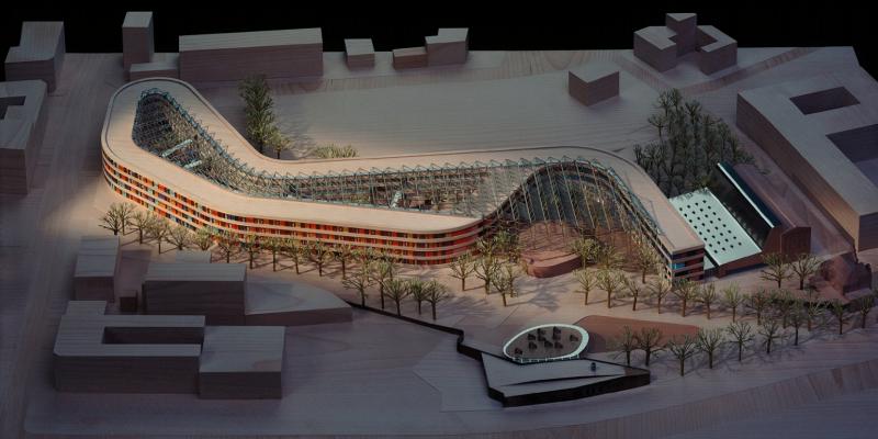 Architekturmodell des geplanten Gebäudes mit Umgebung