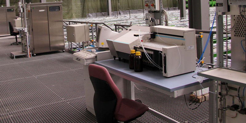 Working platform of TNb-, TOC units and fine dosing system