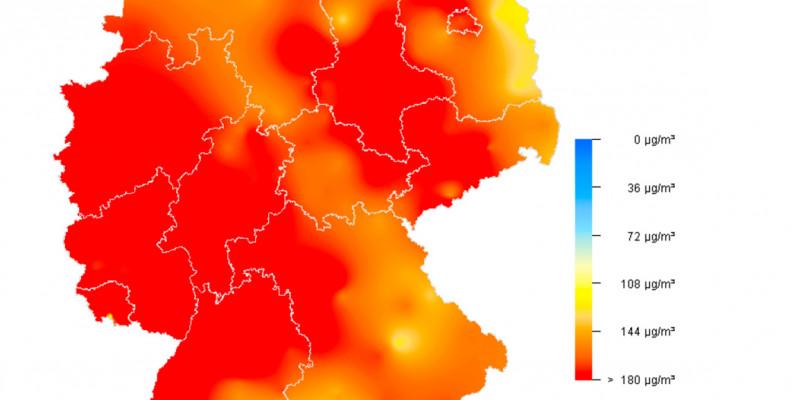 Deutschlandkarte, eingefärbte Flächen geben die Ozonkontentration im Mikrogramm pro Kubikmeter Luft an. Diese lag flächendeckend bei über 108, in großen Teilen von West- und Mitteldeutschland bei über 180.