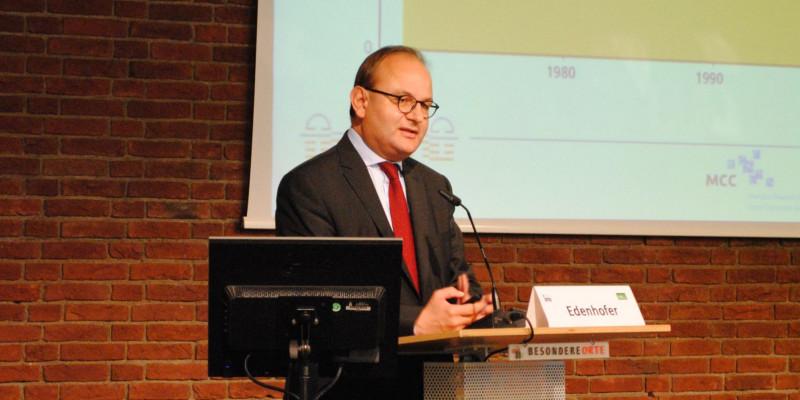 Herr Prof. Dr. Ottmar Edenhofer am Rednerpult