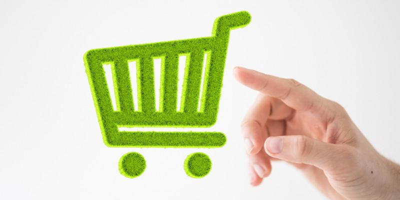 Hand tippt auf das Piktogramm eines grünen Einkaufswagens