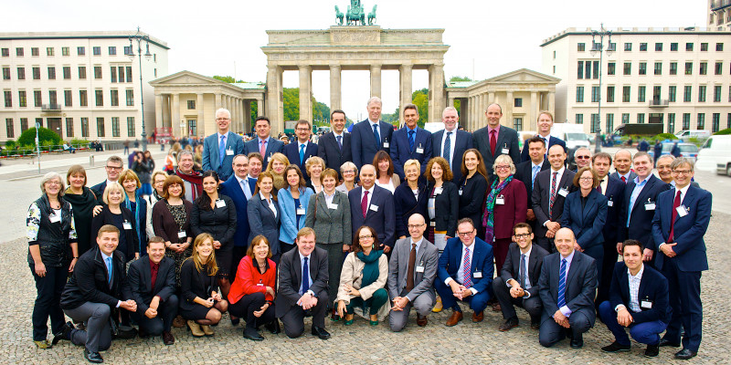 Gruppenfoto vor dem Berliner Brandenburger Tor