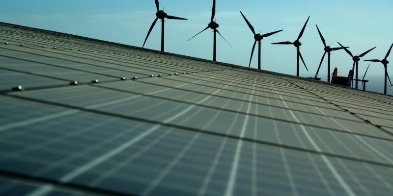 Solarzellen und Windkraftanlagen