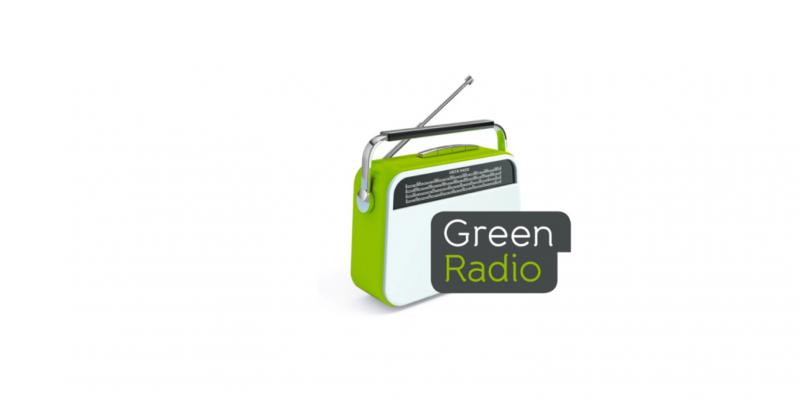 """weiß-grünes Radio und Schriftzug """"Green Radio"""""""