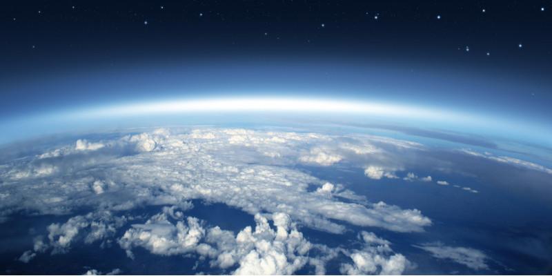 Luftbild der Erde mit einer Wolkendecke