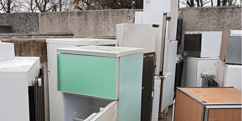 alte Kühlschränke auf einem Recyclinghof