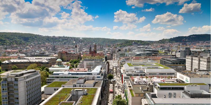 Stuttgart von oben, zu sehen ist die Lage in einem Talkessel