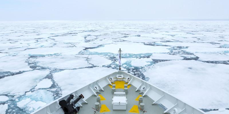 Eisbrecher in der Arktis