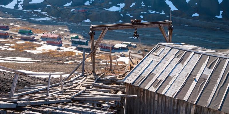 Verlassene Kohlemine auf Spitzbergen