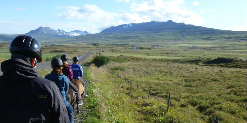 Ausritt nahe Akureyri  mit Blick auf den Fjord Eyafjörður, Island