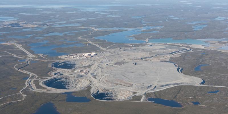 Luftaufnahme der Ekati-Diamantmine, Kanada