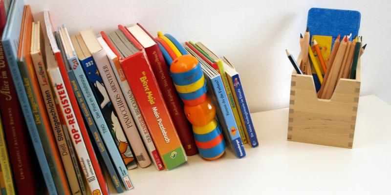 Bücherregel im Dessauer Eltern-Kind-Zimmer
