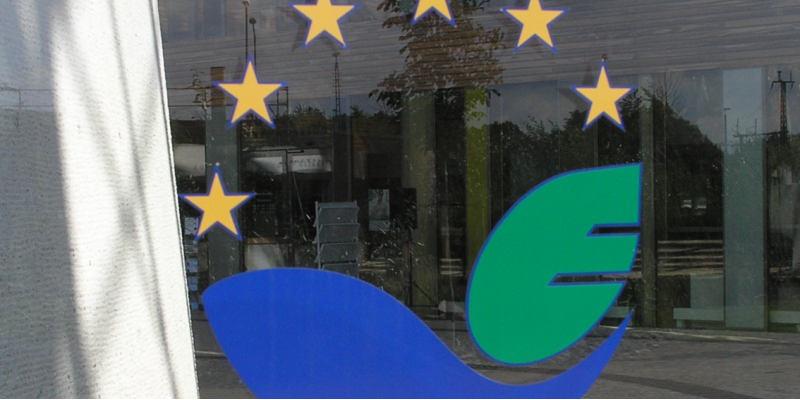 EMAS logo on the face of the UBA office building in Dessau-Roßlau