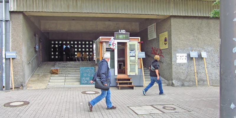 Eingang zum utopischen Institut