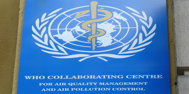 Schild des WHO CC Air Quality Management and Air Pollution Control