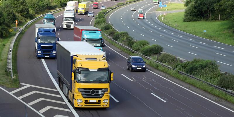 LKW und Pkw auf der Autobahn