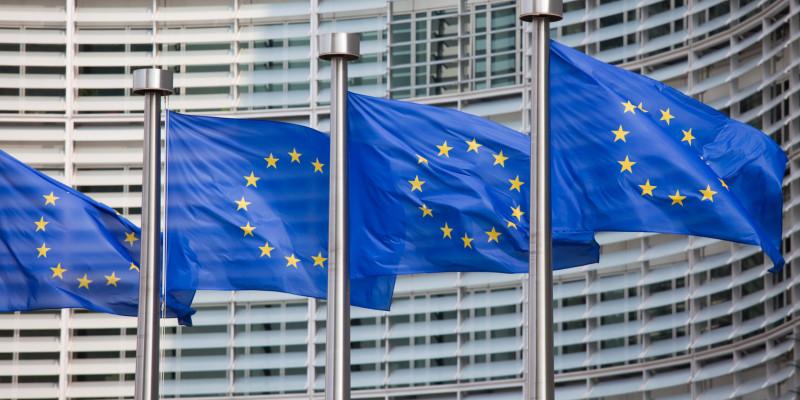 EU-Fahnen wehen im Wind