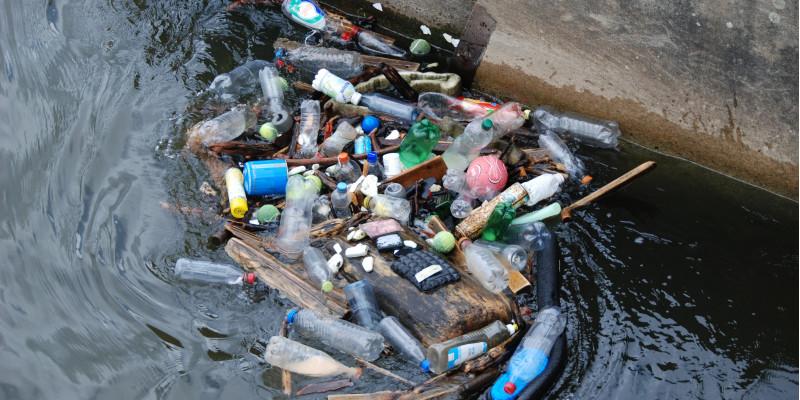 Plastikmüll im Wasser