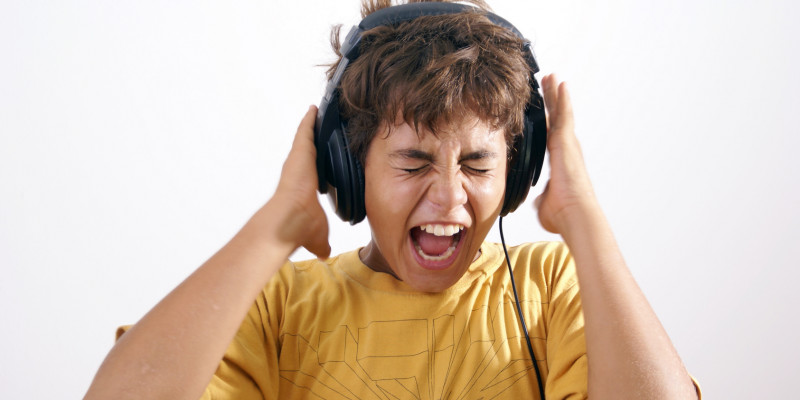 Kind mit Kopfhörern