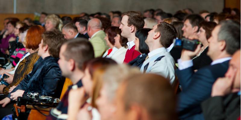 Menschen auf einer Konferenz