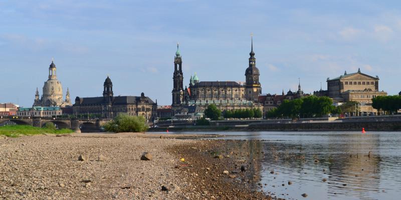 Elbe fast ohne Wasser