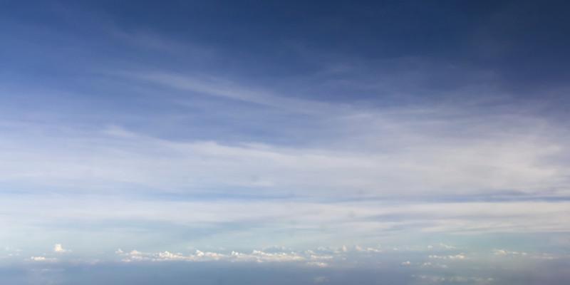 Wolken am blauen Himmel