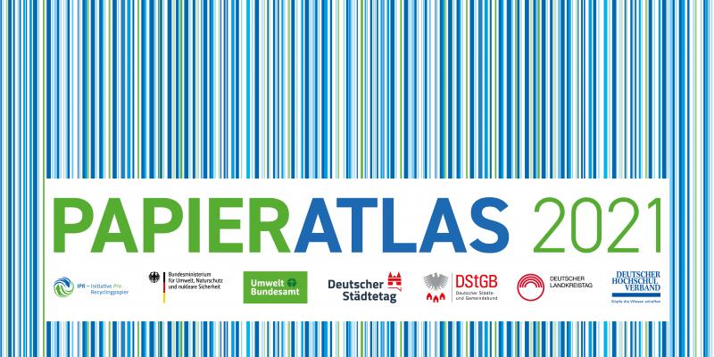 Logo des Papieratlas 2021 mit der Aufschrift des Wettbwerbs und senkrechten blauen, grünen und weißen Streifen