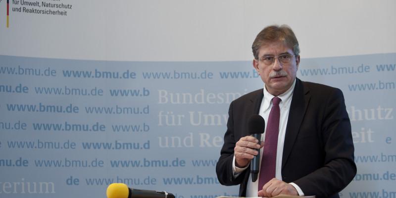 Dr. Thomas Holzmann am Rednerpult