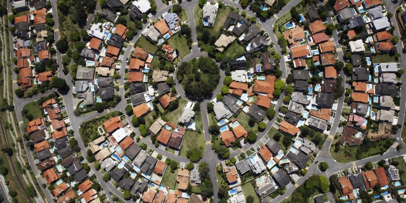 Das Bild zeigt eine Wohnsiedlung aus der Vogelperspektive