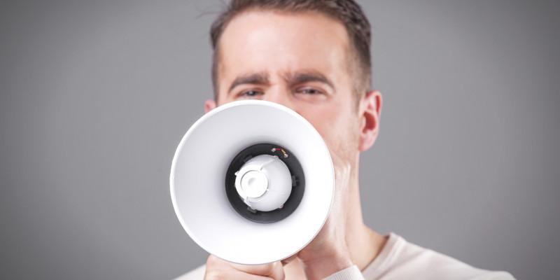 Viele Menschen sind täglich hohen Schallpegeln ausgesetzt. Dies kann Auswirkungen auf die Gesundheit haben.