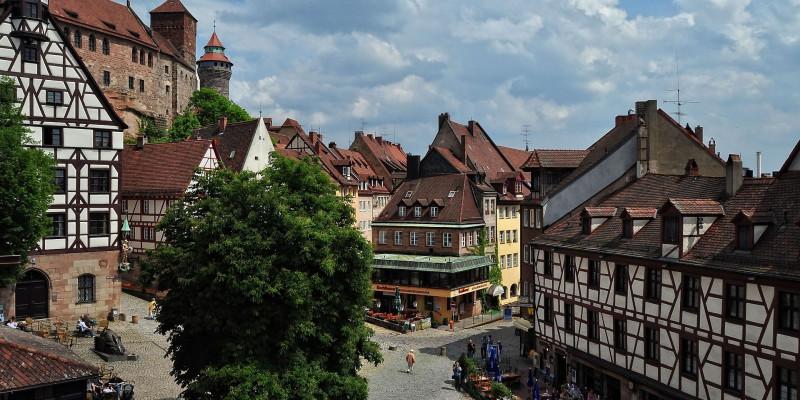 Ansicht der Altstadt in Nürnberg an einem sonnigen Sommertag
