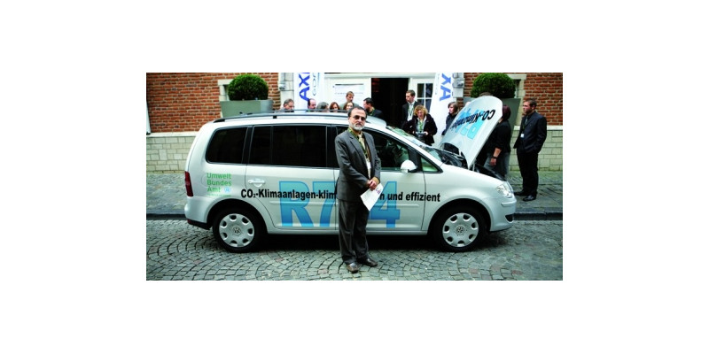 """Rajendra Shende, head of UNEP OzoneAction branch, in front of a silver VW Touran with the inscription """"R744"""""""