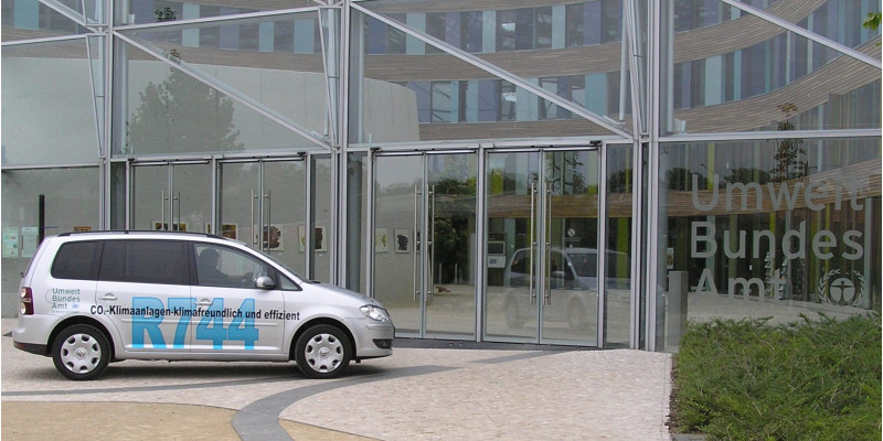 Silver VW Touran in front of the UBA headquarters.