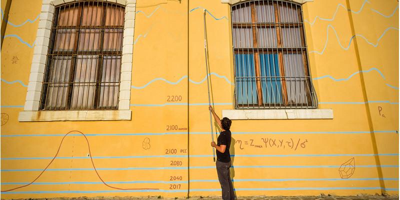 Eine gelbe Wand