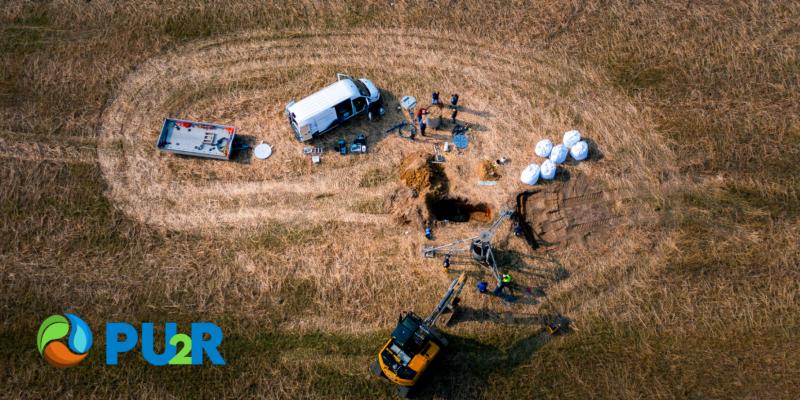 Entnahme von Bodenkernen auf einem Acker zur Untersuchung von Wasserhaushalt und Transportvorgängen.
