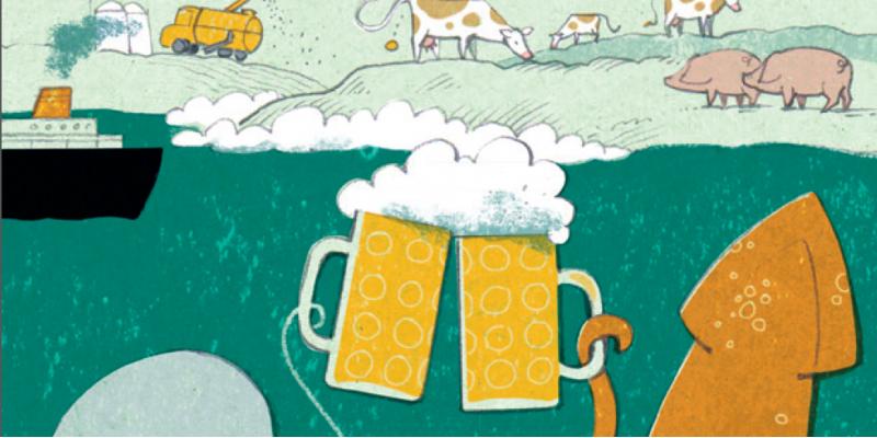 2 Meerestiere stoßen mit Bier unter Wasser an