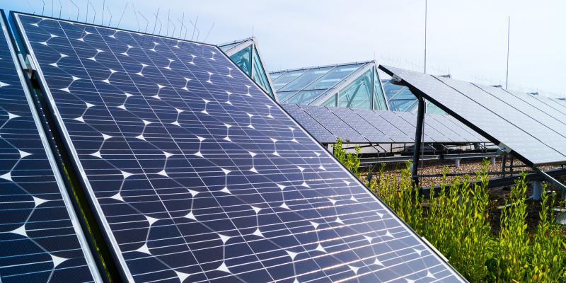Photovoltaikanlage auf dem Dach des Umweltbundesamtes in Dessau-Roßlau