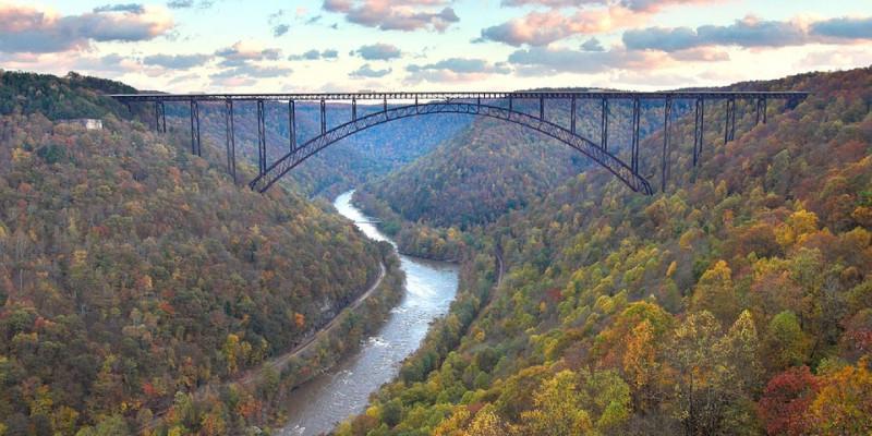 Stürme können Brücken beschädigen.