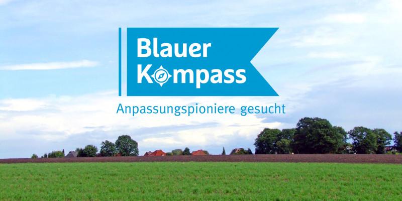 """Foto einer Landschaft, darauf ein Banner """"Blauer Kompass - Anpassungspioniere gesucht"""""""