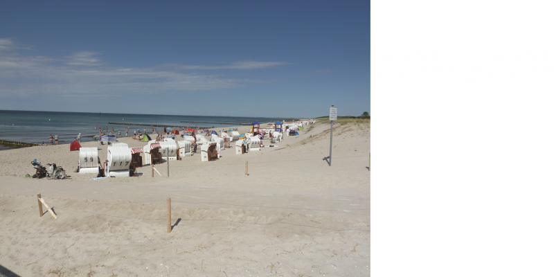 The picture shows a Baltic Sea beach with numerous beach chairs and the sea in bright weather.