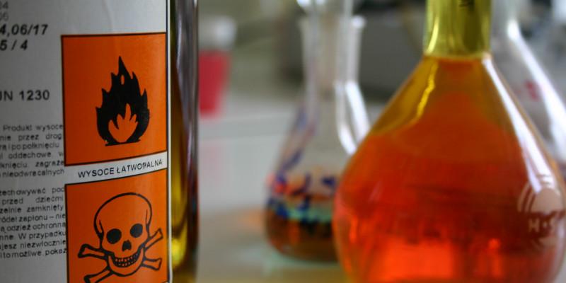 Chemikalien mit Gefahrstoffzeichen