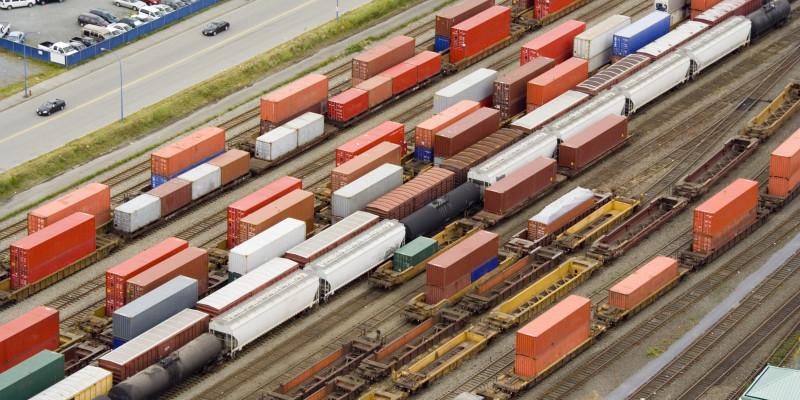 Rangierbahnhof mit Güterzügen